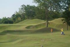 Jugador y caddie de golf Foto de archivo