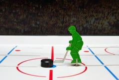 Jugador y duende malicioso de hockey del juguete Fotografía de archivo libre de regalías