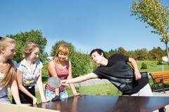Jugadores aficionados del ping-pong Foto de archivo libre de regalías