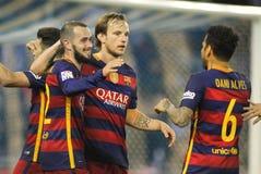 Jugadores Aleix Vidal, Rakitic y Alves del FC Barcelona celebrando meta fotografía de archivo