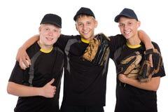 Jugadores de béisbol jovenes aislados en blanco Imagen de archivo libre de regalías