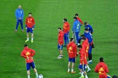 Jugadores de equipo nacional españoles del fútbol durante el calentamiento Imagenes de archivo