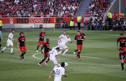 Jugadores de fútbol Action_Sports Fans_Photojournalists Foto de archivo