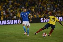 Jugadores de fútbol Daniel Alves 2 y Walter Ayovi durante Copa Ameri Imagen de archivo