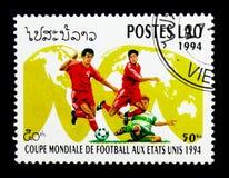 Jugadores de fútbol en el mapa del mundo, serie del fútbol del mundial, circa 199 Fotografía de archivo libre de regalías
