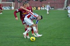 Jugadores de fútbol en la acción Imagenes de archivo
