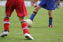 Jugadores de fútbol jovenes fotos de archivo libres de regalías