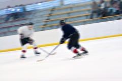 Jugadores de hockey en el hielo Foto de archivo libre de regalías