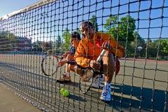 Jugadores de tenis en la red foto de archivo libre de regalías