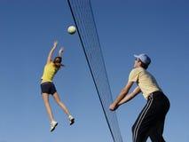 Jugadores de voleibol Imágenes de archivo libres de regalías
