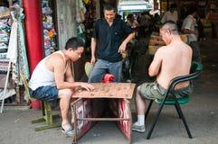 Jugadores de Xiangqi (ajedrez chino) imagen de archivo