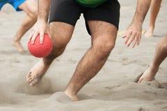 Jugadores del balonmano de la playa en la acción Fotos de archivo libres de regalías