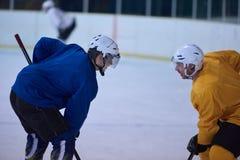 Jugadores del deporte del hockey sobre hielo Foto de archivo libre de regalías