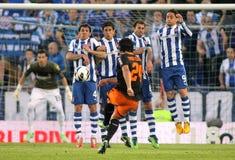 Jugadores del RCD Espanyol en la pared del tiro libre Foto de archivo libre de regalías