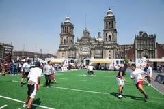 Jugadores del rugbi en Zocalo en Ciudad de México imagen de archivo