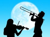 Jugadores del violín y de trompeta en la luna Foto de archivo libre de regalías
