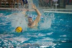 Jugadores en la acción en el juego del agua-polo Foto de archivo