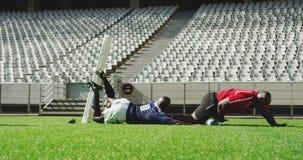 jugadores que juegan el partido del rugbi en el estadio 4k metrajes