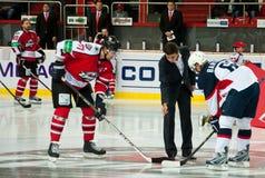 Jugadores Slovan (Bratislava) y el Donbass (Donetsk) Imagen de archivo