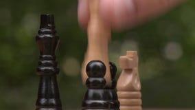 Jugar a ajedrez primer almacen de metraje de vídeo