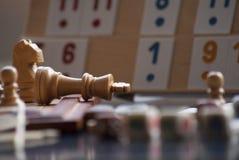 Jugar ajedrez y rummy Imagen de archivo libre de regalías