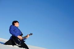 Jugar al guitarrista Foto de archivo libre de regalías