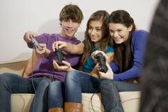 Jugar al juego video Fotografía de archivo libre de regalías