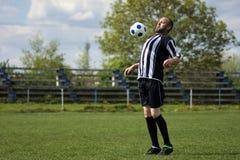 Jugar al jugador de fútbol Imagenes de archivo