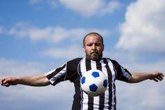 Jugar al jugador de fútbol Imagen de archivo libre de regalías