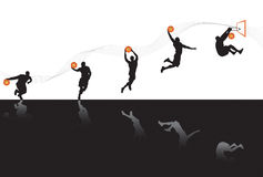 Jugar a baloncesto Imagen de archivo