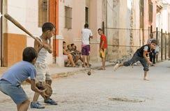 Jugar a béisbol Foto de archivo