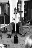 Jugar didgeridoo Imagen de archivo