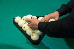 Jugar el fondo del billar, bolas blancas en la tabla Imagen de archivo libre de regalías