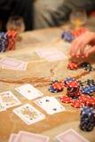 Jugar el póker con los amigos Fotos de archivo libres de regalías