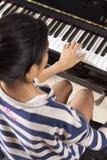 Jugar el piano Imagen de archivo libre de regalías