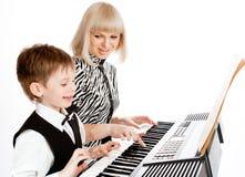 Jugar el piano Fotos de archivo libres de regalías