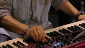 Jugar el teclado de piano