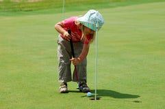 Jugar a golf Fotografía de archivo