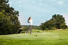 Jugar a golf Fotografía de archivo libre de regalías