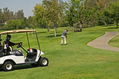 Jugar a golf