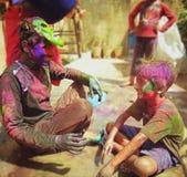 Jugar Holi con el hermano Fotos de archivo libres de regalías