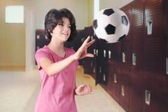Jugar la bola en el vestuario Imágenes de archivo libres de regalías