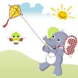 Jugar la cometa en el verano con la historieta del elefante y el pequeño pájaro libre illustration