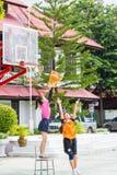 Jugar los deportes para la salud Imagen de archivo