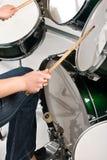 Jugar los tambores Fotos de archivo libres de regalías