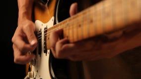 Jugar solo de la guitarra almacen de metraje de vídeo