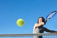 Jugar a tenis Imagenes de archivo