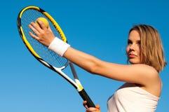Jugar a tenis Foto de archivo libre de regalías