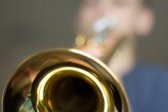Jugend-übende Trompete Lizenzfreie Stockfotografie