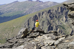 Jugend auf Felsen im felsiger Gebirgsnationalpark Stockfotografie